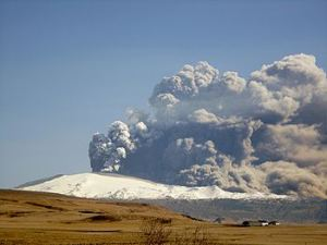 Five years on: NorthAtlantic ridge giant, Eyjafjallajökull, used pyroclastic flows to delay SpaceShuttle Discovery's reentry to Earth